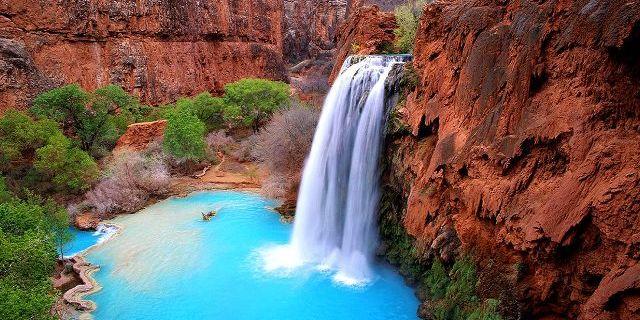 Havasu Şelalesi ve yarattığı doğal havuz