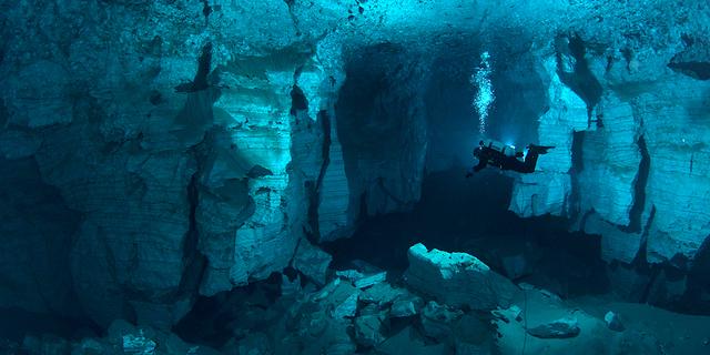 Mağara dalışı riskli sporların başında geliyor
