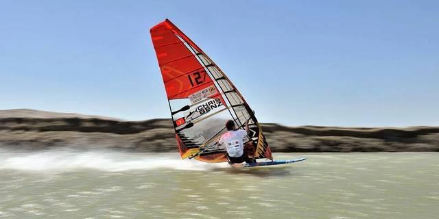 Hollandalı rüzgar sörfçüsü: