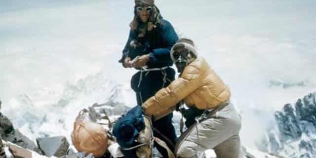 Everest'in zirvesine ilk kez çıkan iki kişiden biri de bir Şerpaydı!