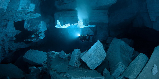 Rusya'daki dünyanın 2. büyük deniz mağarası Orda'da 45 m ileriyi görebilirsiniz!
