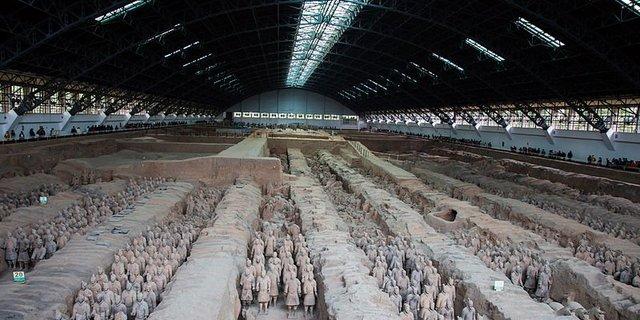 Terracotta Ordusu Mozolesi