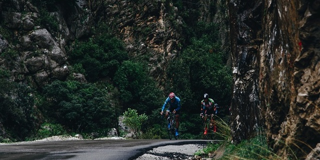 Sporcular belki pek farkına varamasa da bisiklet sporunda da doğanın pek çok güzelliğine tanık olmak mümkün