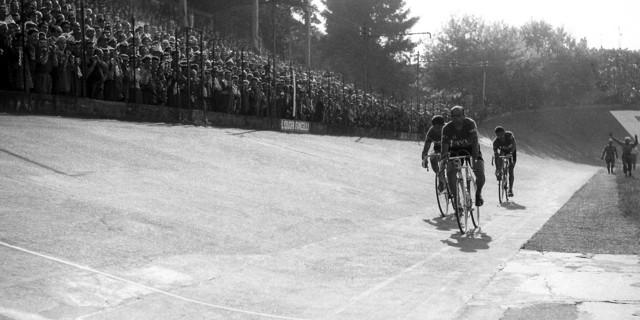 Tribünlerin bisiklet meraklılarıyla dolup taştığı yıllar