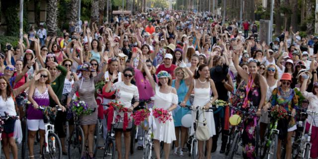 """Bu haftasonu Türkiye'nin 60'dan fazla şehri """"Süslü Kadınlar""""ı süslü bisikletleriyle turlayacak"""
