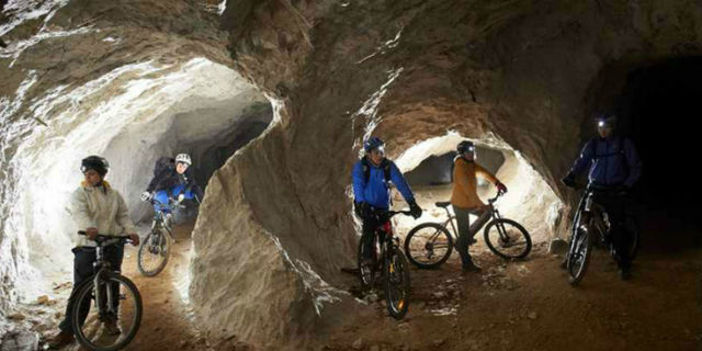 Slovenya'nın kuzeyindeki Koroso bölgesi terk edilmiş madenleriyle yüzlerce bisikletçinin dikkatini çekiyor