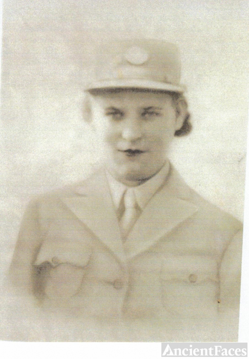 Elsie Mae HOLLON in WWII UNIFORM