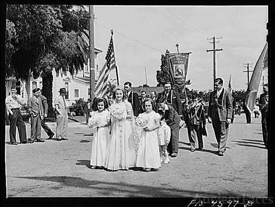 Queen of Portuguese-American society in parade of the...