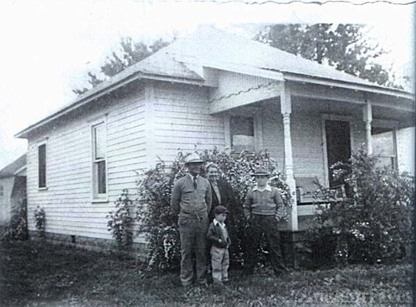 Noel & Ersal Sutton Family, Illinois 1940