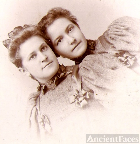 Bessie Hickok and sister