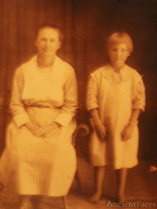 Hand, Ida mae (Mary Ida)and Daughter Eunice Mae