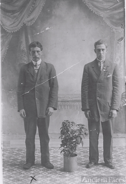 Louis Edward & David Theriault, 1908 Canada
