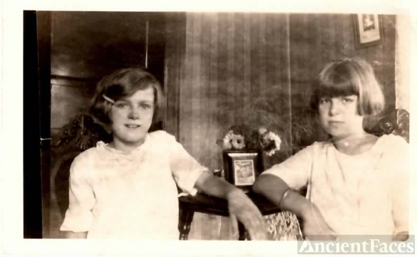 Hilda & Doris Hockley, c1925
