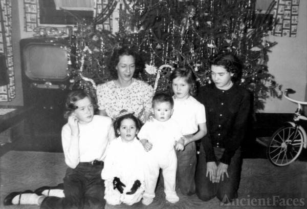 The Dorothy (McCavitt)  White Family Christmas, 1955