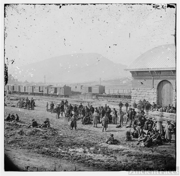 Chattanooga, Tennessee. Confederate prisoners at railroad...