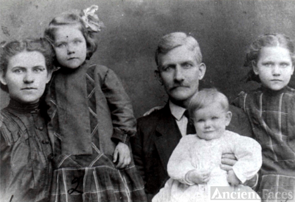 Herbert Grant Barrows with his daughters