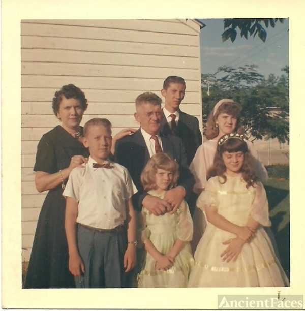 Hassell & Lillian Pippin Family, Kentucky 1958