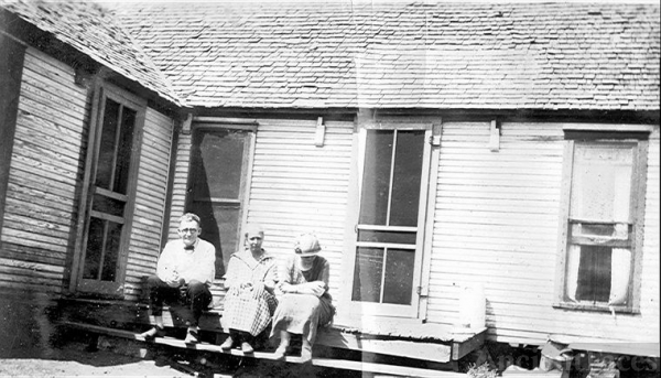 Oma Murphy Meehan and two unknowns in Oklahoma