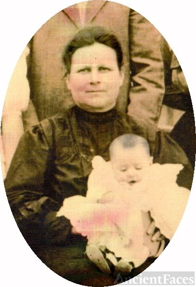 Parrish Ann Jones Bullington with Baby Nona Bell