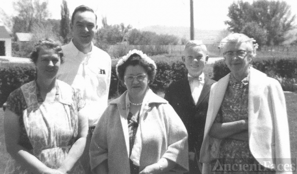 Melba, Emery, Mary, Norvell, and Tessie Hess