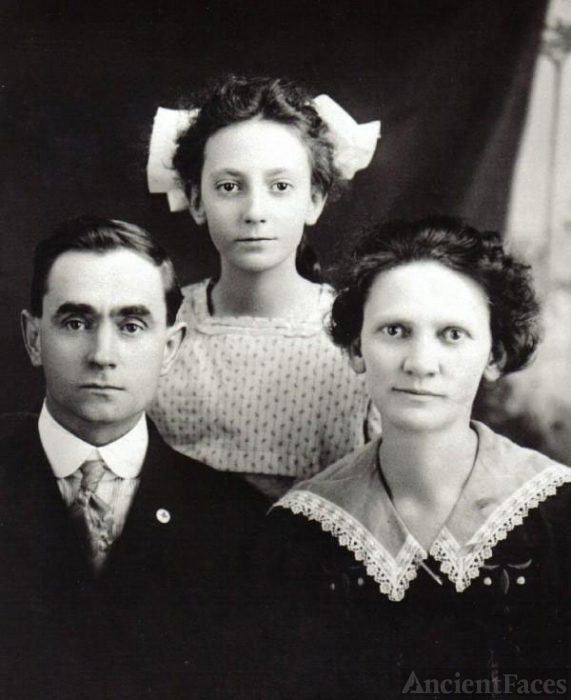 Ray Family Portrait c. 1917