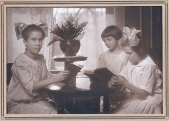 Marie, Cecilia and Grace Braunger