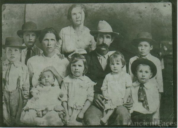 calvin cox and wife allie hodge cox with children