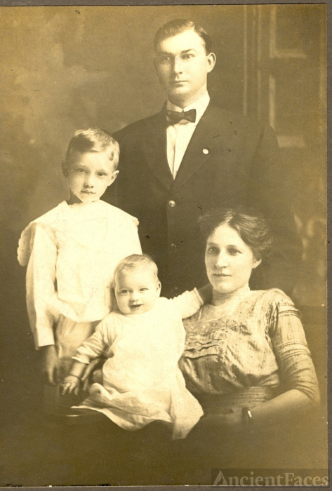 Gustave George Meyer & family 1912