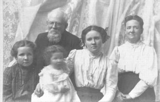 William Reynolds and family
