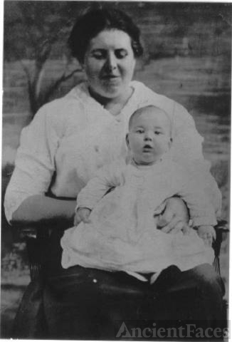 Lillie Moody Turner Bishop and daughter Helen