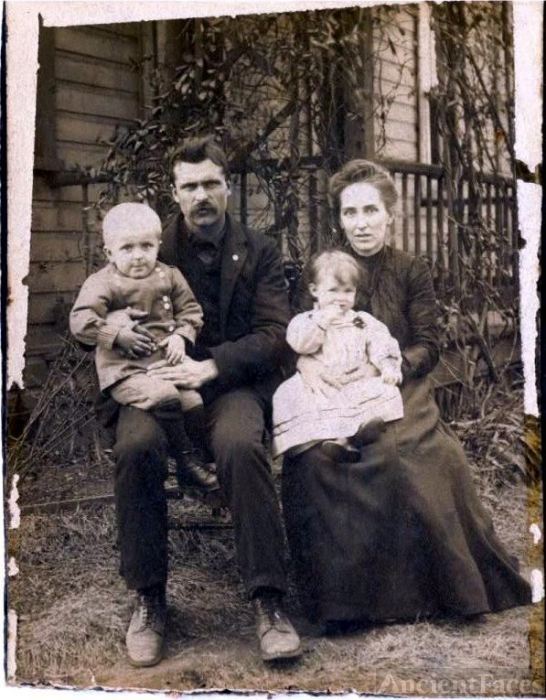 John and Emma Clites with two children