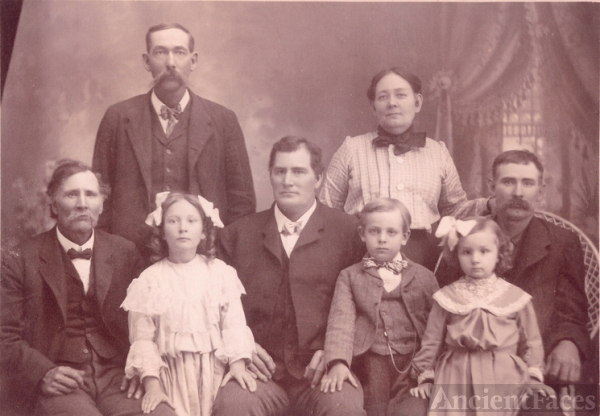 McLaughlin children & grandchildren 1904