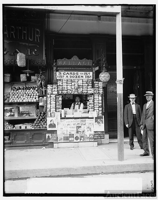 Smallest news & post card stand in New Orleans, La., 103...