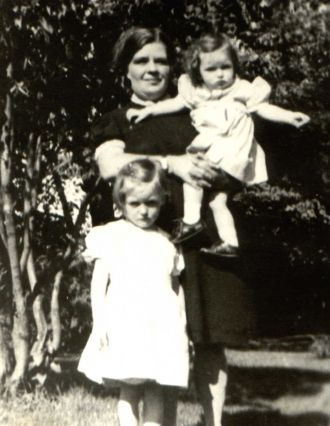Lillian Loretta Steele Barber & daughters