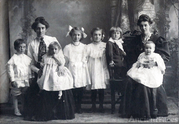 Bertha Gray Hommel, Etta Haraden Gray and their children