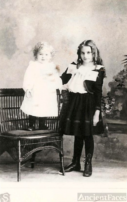 Sturtz, Eikenberry or Moss children, Iowa