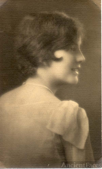 Doris Emma Wroncy, 1927