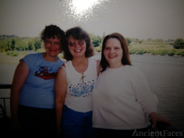 Margie, Jeannie, & Karen Sodervick, Oregon