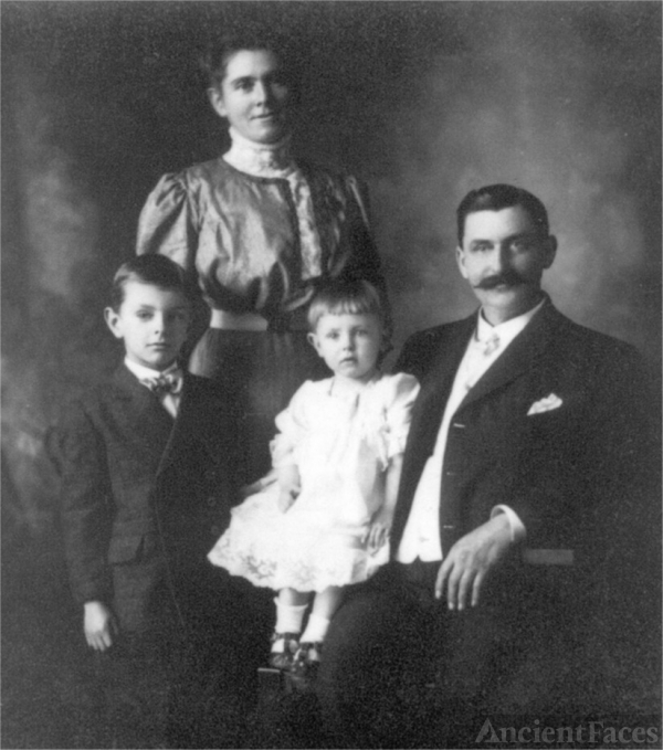 Clyde H. Cobb Family, 1910