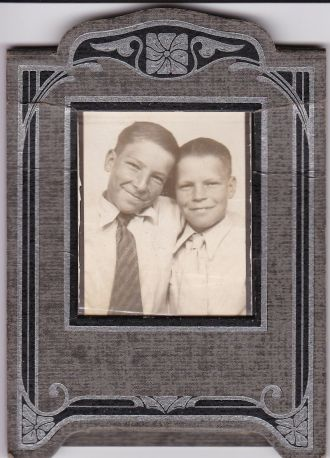 Arthur W Truesdale on right and Ralph Whitfield Truesdale on left. Brothers, Ralph being older.