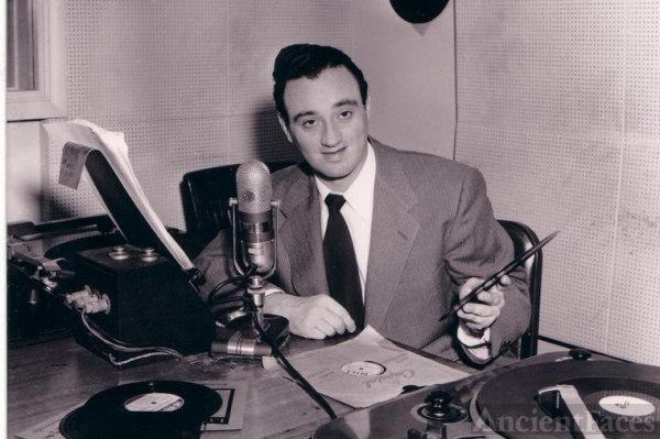 Roy Harvey at radio Studio