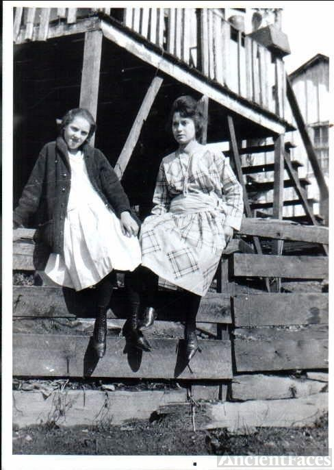 Pearl Gibson with Stepsister inlaw Mary Gilbert