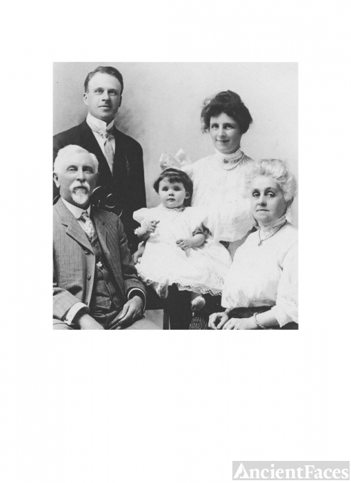 Ferree-Collisson Family Portrait-1907
