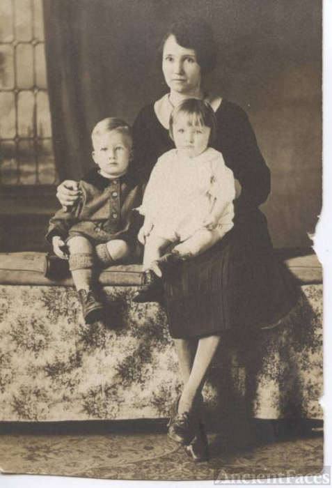 Gollie Marie Sikes, Moon and son's Wilbur Horace Moon & Charles Samuel Moon