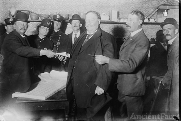 President William Howard Taft, voting 1908