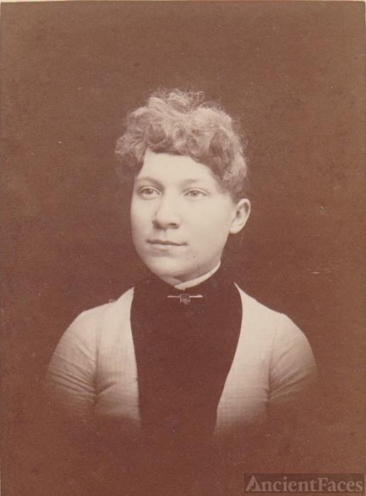 L.H. Phillips Photo of Unknown Woman