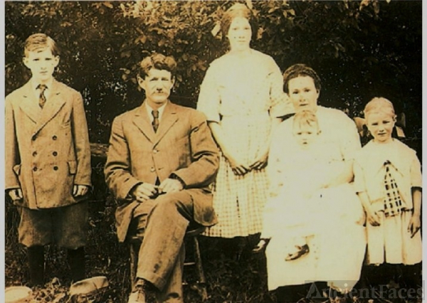 Herbert  B. Fulton and Family, 1912
