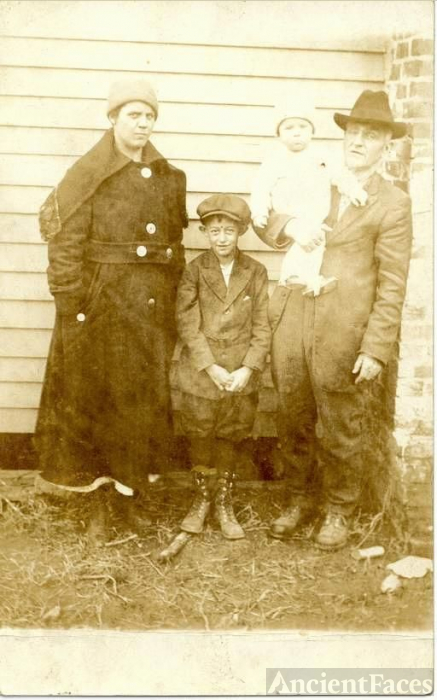 Unknown Hargraves Family