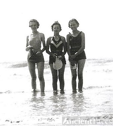Jewel, Wilma and Marjorie Rayborn