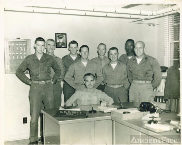 Capt Piercy, Msgt E. Prater and other Marines